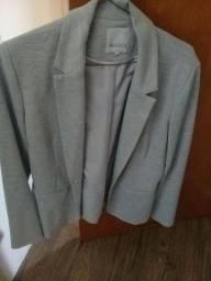Título do anúncio: Terninho cinza, veste super bem N.44 quase sem uso