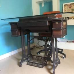 Máquina de Costura vintage/Escrivaninha com tampo de vidro