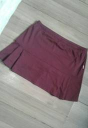 Shorts saia bordô