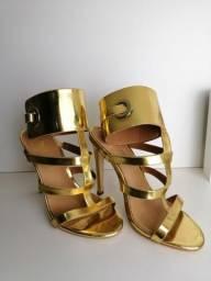 Sandália de salto fino gladiadora gold