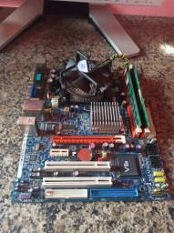 Placa ddr2 com 2 de ram e processador celeron, funcionando perfeitamente.