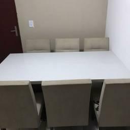 Vendo mesa com 6 cadeira