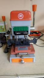 Máquina copiadora de chaves pantograficas.