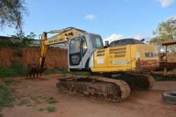 Escavadeira New Holland e215b - 2011