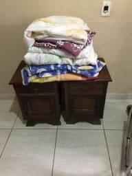 Vendo guarda roupa e um criado mudo antigo