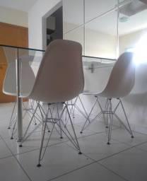 4 cadeiras com pés cromados