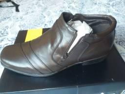 Sapato cano longo Novo