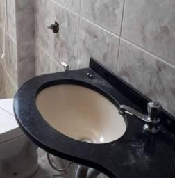 Pia em granito com cuba e torneira