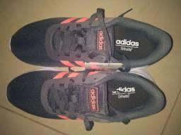 Tênis Adidas novo, sem uso