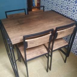 Conjunto de Mesa Wooden com 4 Cadeiras