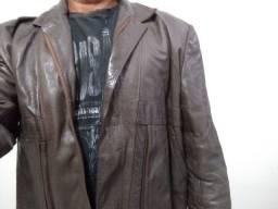 Jaqueta de couro macio, muito bonita, vários bolsos marca V. Blanco G