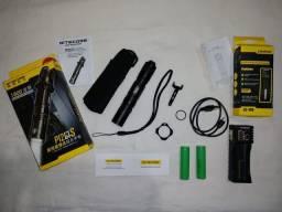 Lanterna Tática Nitecore P12GTS 1800 lúmens +Carregador/PowerBank +2baterias Samsung