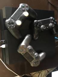 Vendo ps4, três controles,fifa 20, vários jogos memória interna.