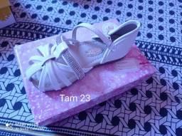 Roupa e calçado infantil