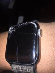 Apple Watch Series 4 Nike (tela quebrada )