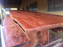 Mesa e madeira rústica