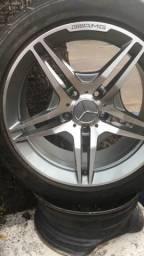 Jogo de rodas 17 Mercedes modelo AMG com pneus 215/50/17 praticamente novos aceito Cartão