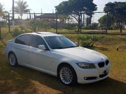 BMW 320 i Versão Top c/ Teto Solar / Kit Multimídia - Baixíssima KM - 2011