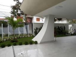 Mata da Praia, Casa duplex com 469 m², de esquina, com jardim e excelente acabamento e laz