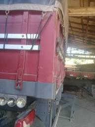 Carroceria Graneleiro de Scania com lona de