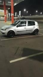 Renault Clio e um terreno - 2007