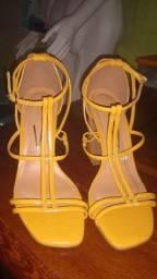 Sandália alta Vizzano amarelo ouro