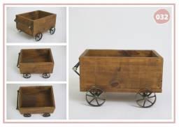 Carrinho de madeira retangular com rodinhas
