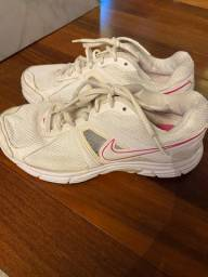 Tênis Nike TAM 36