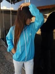 Jaqueta corta-vento feminino