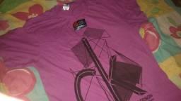 Vendo blusa Calvin Klein,tamanho G mas de forma pequena /NOVA,com etiqueta.