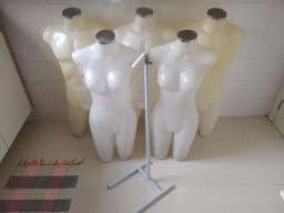 Lote 5 manequins busto plástico e 1 pedestal