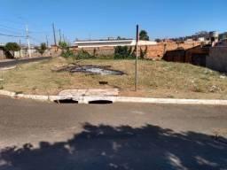 Lindo terreno em Guariba - rua Castelo Branco. 10 esquina com a Rua: São Benedito