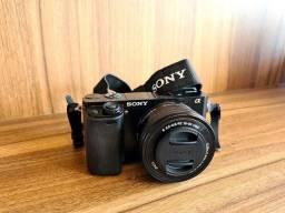 Kit câmera Sony A6000 mirrorless + lente 16-50mm