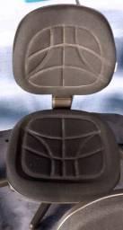 Cadeira Executiva Preta de Base Giratória c/ Gás e Costura Injetada