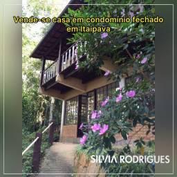 Vende-se casa em Itaipava de 180 m2 ,04 quartos e lareira em condomi?nio fechado