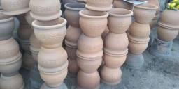 Terra adubada e vasos