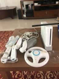 Wii completo acompanha com 3 jogos
