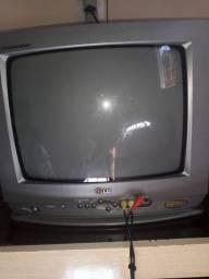 Vendo televisão funcionando