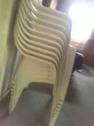 Título do anúncio: 11  Cadeiras d plastico  Semi novas