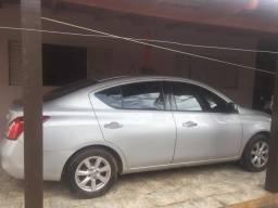 Vendo Versa ou troco por carro de menor valor - 2013