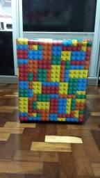 Puff com estampa de Lego