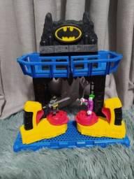 Batalha na Batcaverna