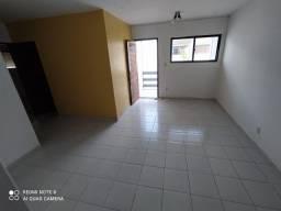 Cristo - Alugo apartamento com 3/4, excelente localização.