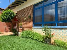 Título do anúncio: Casa com 3 dormitórios no centro de Araras-SP