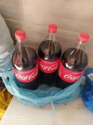 Título do anúncio: Vendo fardo de Coca cola e caixa de leite