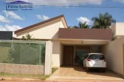 Maravilhosa casa em condomínio fechado com vigilância 24h, 03 suítes