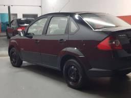Vendo Ford Fiesta Sedan