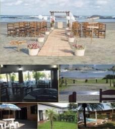 Casa na Praia com salão de festa muito linda pe' n'areia