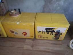 Caixa de isopor grande usada