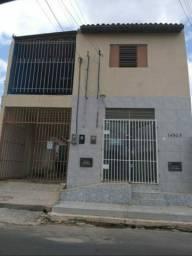 Vendo um prédio comercial + uma casa nos fundos em Floriano